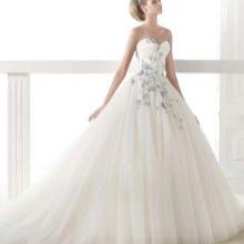 Свадебное платье с голубыми цветами от Проновиас