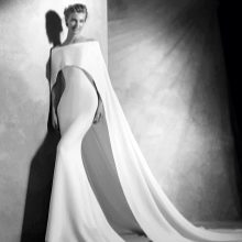 Простое свадебное платье с болеро от Проновиас