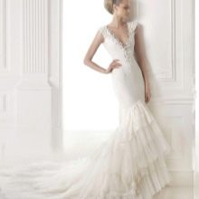 Свадебное платье с глубоким вырезом русалка