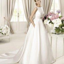 Свадебное платье от  Pronovias атласное