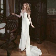 Свадебное платье от Ange Etoiles с глубоким вырезом