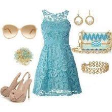 Бежевые аксессуары к голубому платью