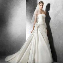 Свадебное платье от Проновиас с драпировкой