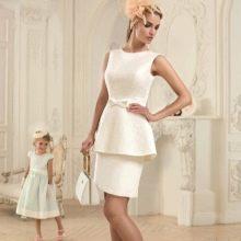 Короткое свадебное платье с баской от Татьяны Каплун