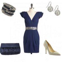 Украшения и аксессуары к платью темно-синего цвета