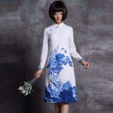 Платье в китайском стиле белое с синим принтом