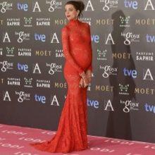 Красное кружевное платье в пол с длинными рукавами для беременных