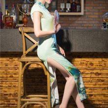 Платье чеонгсам с разрезом