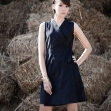 Черное короткое платье с запахом