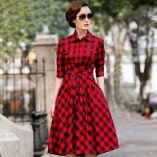 Красное платье в клетку с пышной юбкой