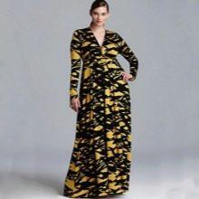Желто-черное длинное платье с глубоким декольте и длинным рукавом для полных