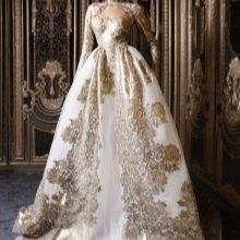 Свадебное платье в стиле барокко с золотой аппликацией