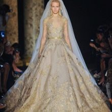 Свадебное платье в стиле барокко с золотой вышивкой