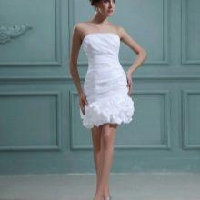 Короткое свадебное платье футляр бюстье
