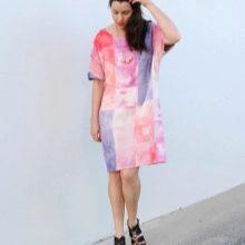 Цветное платье-мешок с длиной по колено