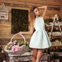 Молочное короткое платье с юбкой колокол
