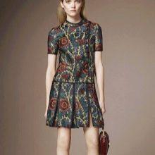 Платье с рисунком с заниженной талией юбкой плиссе
