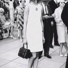 Прямое платье средней длины 60-х годов