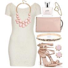 Розовые аксессуары к белому платью-футляру