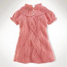 Вязаное платье для девочки спицами с косами