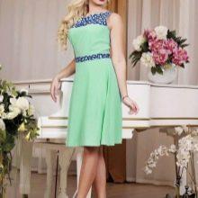 Салатовое платье в сочетание с синим кружевом