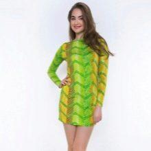 Салатовое платье с яркими вставками