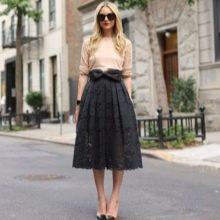 Черная юбка с бантом