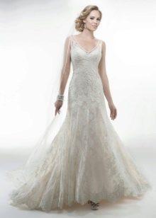Прямое свадебное платье до пят
