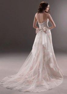 Свадебное платье с открытой спиной с бантом