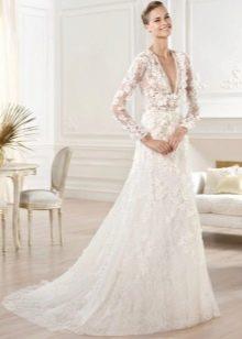 Свадебное платье с длинным ажурным рукавом
