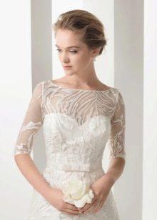 Свадебное платье с коротким прозрачным рукавом