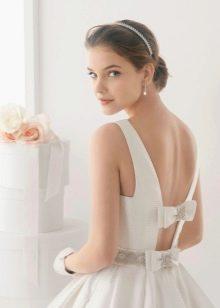 Длинное свадебное платье с открытой спиной с бантом