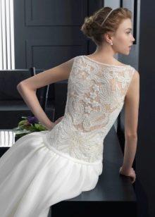 Свадебное платье с открытой ажурной спиной