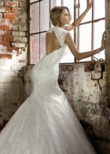 Свадебное платье с открытым ажурным вырезом