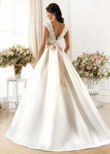 Свадебное Платье с тяжелой юбкой