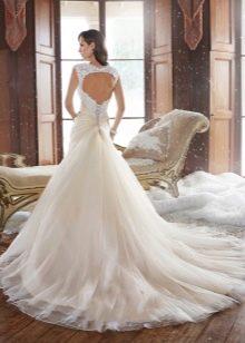 Расклешенная юбка свадебного платья