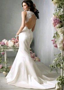 Свадебное платье с вырезом до талии