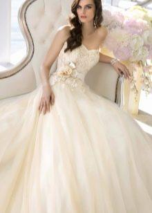 Красивое свадебное платье, расклешенное от талии