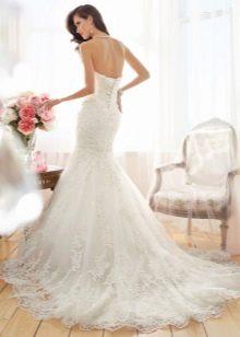 Свадебное платье с вырезом выше талии