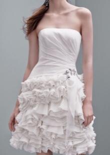 Платье свадебное со сложными рюшами