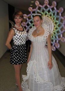 Свадебное платье из воздушных шаров