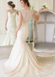 Красивое длинное свадебное платье