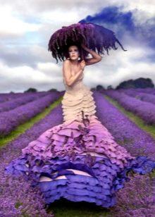 Необычное разноцветное и немного пугающее свадебное платье