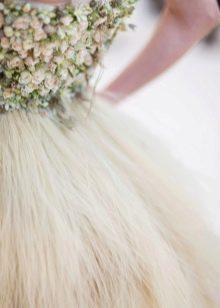Спинка платья с цветами