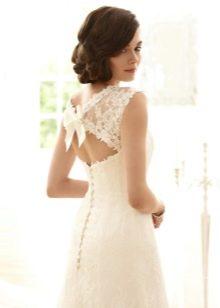 Свадебное платье с фигурным вырезом