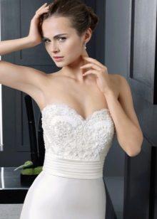 Кружевной лиф на свадебном платье