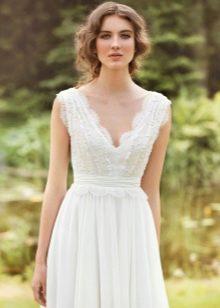 Простой фасон свадебного кружевного платья