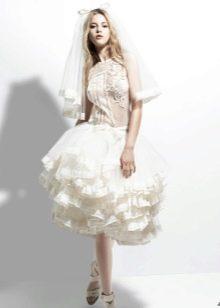 Свадебное короткое платье с кружевной отделкой