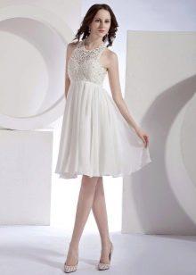 Короткое свадебное платье с кружевным верхом