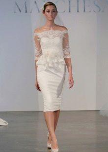 Прямое короткое кружевное свадебное платье
